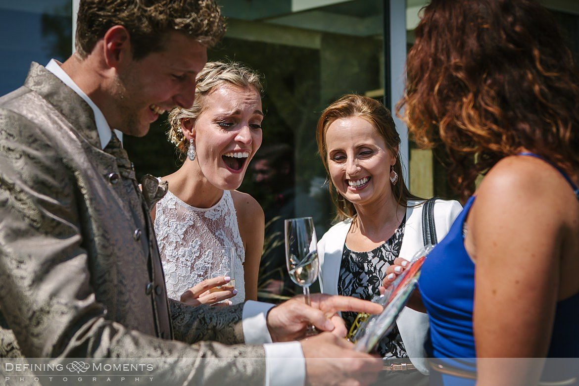 authentieke ongeposeerde documentaire trouwfotografie trouwfoto volksabdij ossendrecht journalistieke bruidsfoto natuurlijke emotionele bruidsfotografie bruidsfotograaf trouwfotograaf bergen_op_zoom roosendaal documentary wedding photography photographer