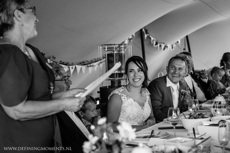 bruid speeches diner landelijk buiten rustiek trouwen beneden_sas bergen_op_zoom journalistiek trouwfotograaf documentair bruidsfotograaf breda natuurlijke documentaire trouwfotografie journalistieke bruidsfotografie
