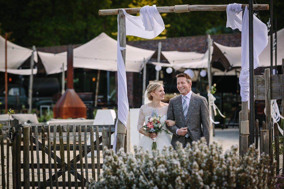 trouwlocatie brabant buiten trouwen paviljoen_het_houtse_meer den_hout journalistiek trouwfotograaf documentair bruidsfotograaf breda natuurlijke documentaire trouwfotografie houtse_meer journalistieke bruidsfotografie